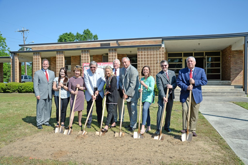 Pictured L to R: Newberry Mayor Foster Senn, Newberry College Student  Government Association president Rae Knobloch '16,  Foundation Board of Visitors incoming president  Jean Haggard '64, former Newberry College president  Dr. John Hudgens '60, presidential spouse Dr.  Sandy Scherrens, Newberry College president Dr. Mau rice Scherrens, Trustee Emeritus Mike Reid and  his daughter-in-law Angela Reid '02, vice president  for Academic Affairs Timothy Elston, Board of  Trustees chair Hap Pearce '67).